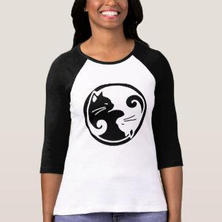 T da luva de Raglan dos gatos de Yin Yang Camiseta