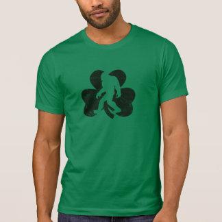 T-shirt afortunado de Sasquatch (afligido)