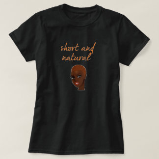T-shirt curto e natural do cabelo
