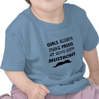 T-shirt da criança do bigode