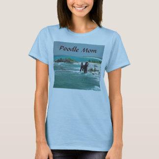 T-shirt da mamã da praia da caniche camiseta