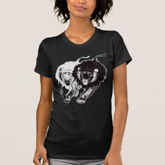 T-shirt das mulheres dos leões de Yin e de Yang