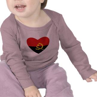 T-shirt do coração da bandeira de Angola