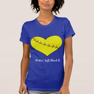 T-shirt do coração do softball de Fastpitch