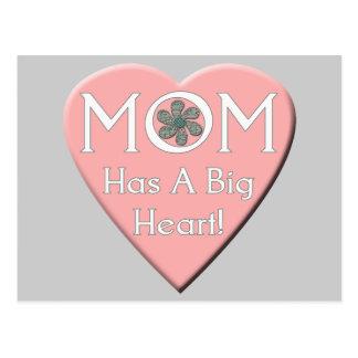 T-shirt e presentes do coração das mães para ela cartão postal