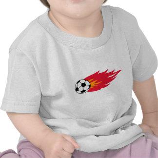 T-shirt e presentes flamejantes da bola de futebol