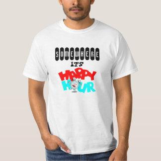 T-shirt em algum lugar é happy hour antropomórfico