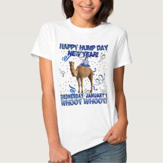 T-shirt feliz do camelo do partido do ano novo