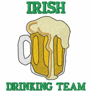 T-shirt irlandês bordado da equipe do bebendo
