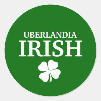 T-shirt irlandês feito sob encomenda orgulhoso da  adesivo redondo