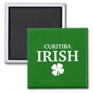T-shirt irlandês feito sob encomenda orgulhoso da  ímã quadrado