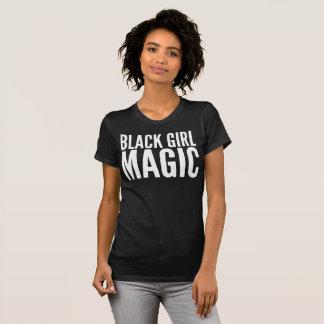 T-shirt mágico da tipografia da menina preta camiseta