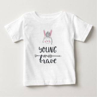"""T-shirt """"novo & bravo"""" adorável do nativo camiseta para bebê"""