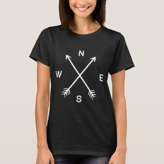 T-shirt preto das setas do compasso camiseta