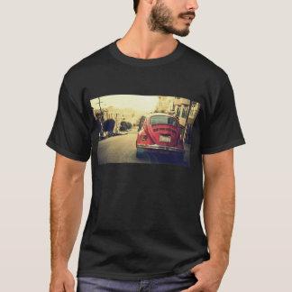 T-shirt vermelho do carro do vintage camiseta