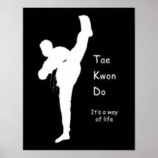 Tae Kwon faz o poster