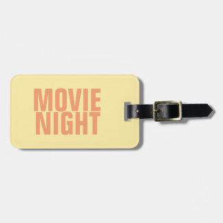 Tag da bagagem da noite de cinema com correia de etiqueta de bagagem