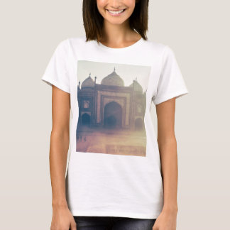 Taj bonito Mahal em um dia nevoento Camiseta