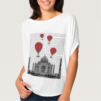Taj Mahal e balões de ar encarnados Camiseta