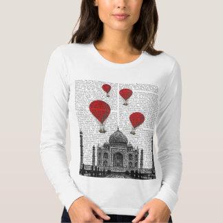 Taj Mahal e balões de ar encarnados T-shirts