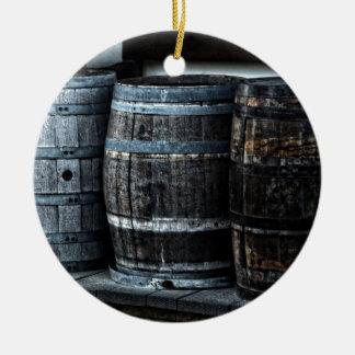Tambores rústicos do uísque do país ornamento de cerâmica redondo