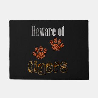 Tapete A esteira de porta Beware dos tigres