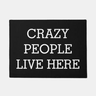 Tapete As pessoas loucas vivem aqui engraçado preto