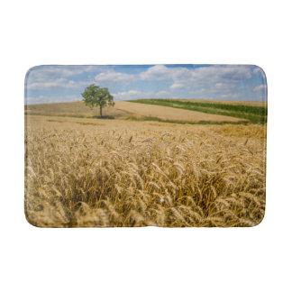 Tapete De Banheiro Árvore na paisagem do campo de trigo
