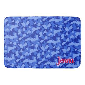Tapete De Banheiro Camuflagem azul com monograma vermelho