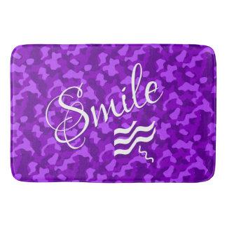 Tapete De Banheiro Camuflagem roxa com texto do sorriso