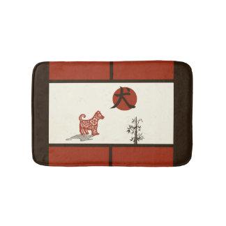 Tapete De Banheiro Cão do Kanji no vermelho barrado
