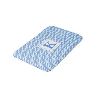 Tapete De Banheiro Chevron azul e branco com monograma feito sob