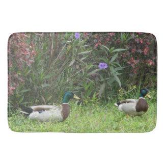 Tapete De Banheiro Flores masculinas dos pássaros do pato do pato