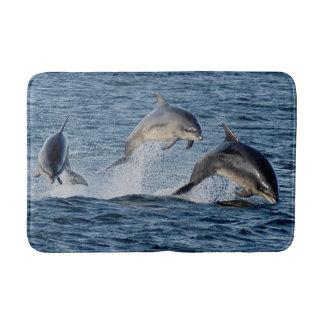 Tapete De Banheiro Golfinhos selvagens que pulam montanhas de