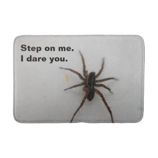 Tapete De Banheiro Há uma aranha no banheiro