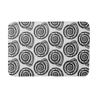 Tapete De Banheiro Impressão de bloco espiral do Seashell, preto e