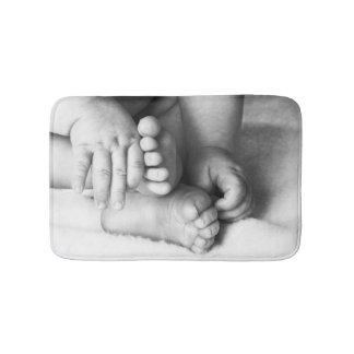 Tapete De Banheiro Mãos e pés do bebê