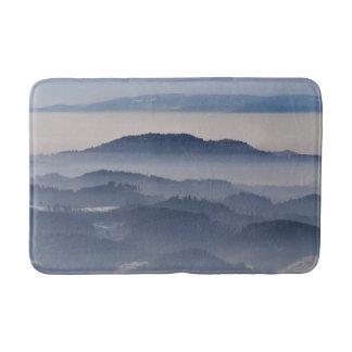 Tapete De Banheiro Mar de montanhas nevoentas