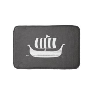 Tapete De Banheiro Navio do longboat de Viking com cor feita sob