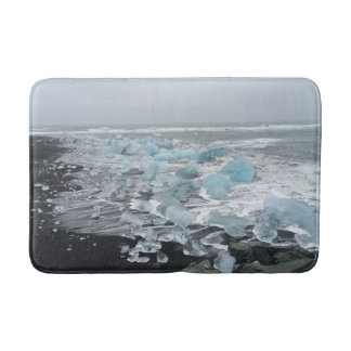 Tapete De Banheiro Os iceberg em uma areia preta encalham a esteira