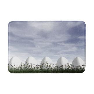 Tapete De Banheiro Ovos da páscoa na natureza em o dia nebuloso - 3D