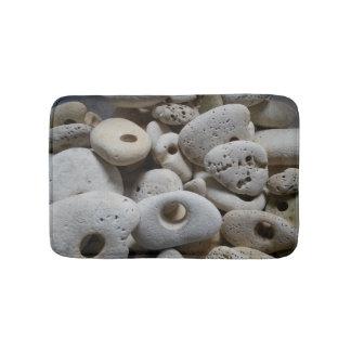 Tapete De Banheiro Pedras com os furos incomuns e originais