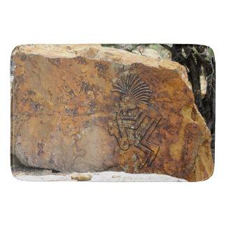 Tapete De Banheiro Petroglyph do jogador de Kokopelli Saxaphone