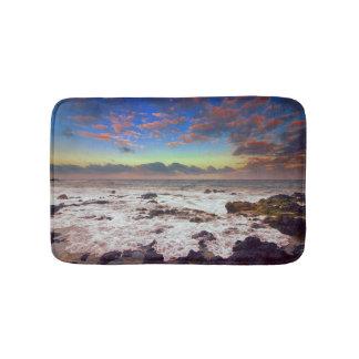 Tapete De Banheiro Por do sol da praia da ilha rochosa
