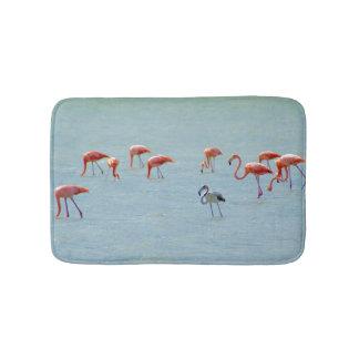 Tapete De Banheiro Rebanho cinzento e cor-de-rosa dos flamingos no