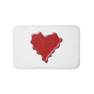 Tapete De Banheiro Sara. Selo vermelho da cera do coração com Sara