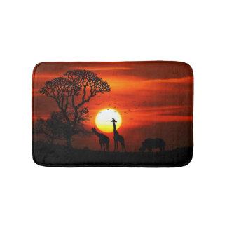Tapete De Banheiro Silhuetas africanas do animal do por do sol do