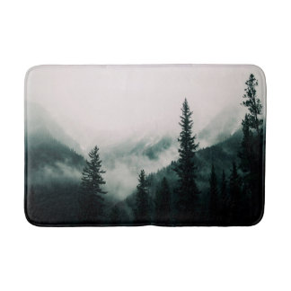 Tapete De Banheiro Sobre as montanhas e a calha as madeiras