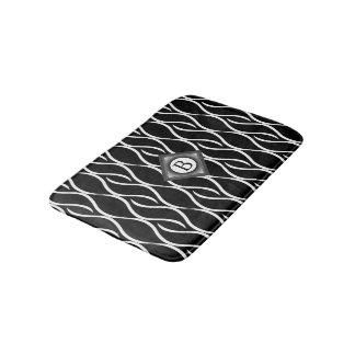 Tapete De Banheiro Teste padrão Curvy preto e branco com monograma