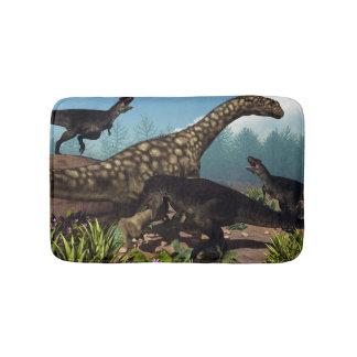 Tapete De Banheiro Tyrannotitan que ataca um dinossauro do